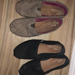 2 pairs of Toms